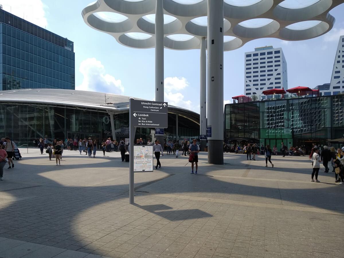 Wayfinding - Artist impression Utrecht central station area