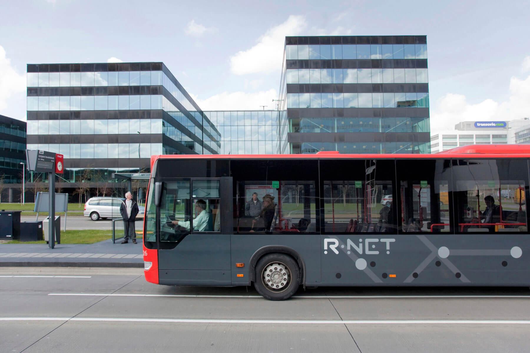 R-Net bus zijkant met logo