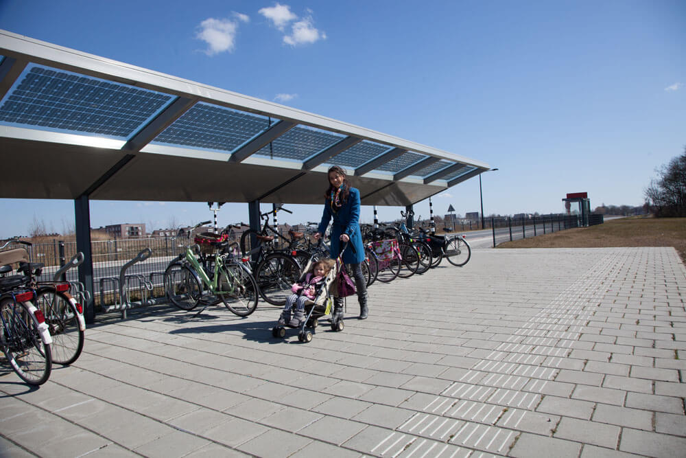 R-Net solarpanels in glass bicycle parking