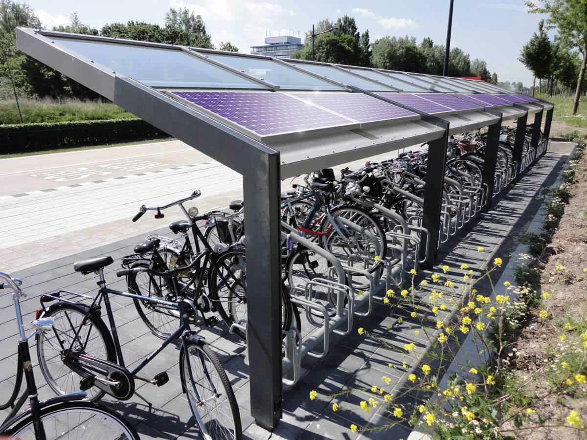R-Net fietsenstalling achteraanzicht PV panelen