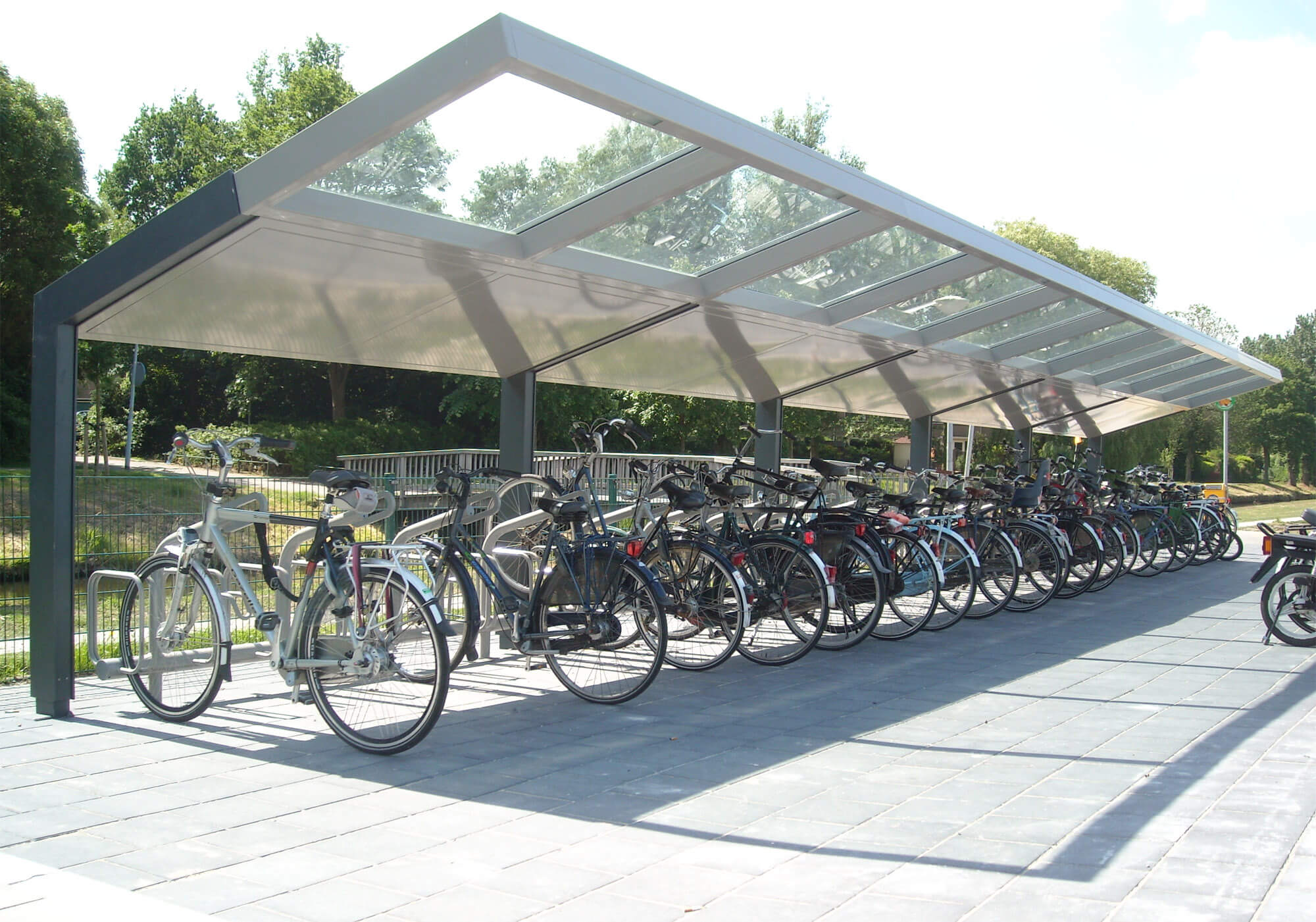 R-Net bicyble parking shelter